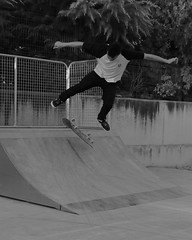 (ISSMAEL.x) Tags: granada geometric andalucia andaluz skate skateboarding black bnw grey gris minimalismo minimalism minimal line lines lineas light lights luces luz