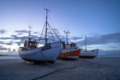 FN437 II (Matthias Hertwig) Tags: matthias hertwig boot fn437 dämmerung langzeitbelichtung strand ozean mole fischerboot wolken dänemark løkken sony a6000
