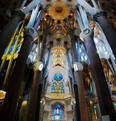 Sagrada Familia, interior #1 (MikyAgo) Tags: mikyago agostini micheleagostini 2018 nikon d90 spagna spain barcellona barcelona sagrada familia sagradafamilia gaudí gaudi antonigaudí