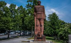 2018 - Germany - Munich - Otto Von Bismarck (Ted's photos - For Me & You) Tags: 2018 cropped germany munich münchen nikon nikond750 nikonfx tedmcgrath tedsphotos vignetting ottovonbismarck ottovonbismarckmonument ottovonbismarckmonumentmunich ottovonbismarckmunich munichgermany sculpture monument ottovonbismarckmünchen ottovonbismarckmonumentmünchen streetscene street park parkscene bicycles bikes shadows shadow rider biker bluesky blue