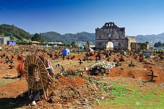 Cementerio de San Juan Chamula e Iglesia de San Juan Bautista
