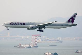 Qatar Airways B777-300ER A7-BAO landing HKG/VHHH