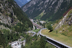 Göschenen (Krzysztof D.) Tags: szwajcaria schweiz suisse svizzera svizra dworzec station stacja bahnhof pociąg train zug kolej bahn railway mountains góry