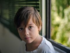 Edu, agosto 18 (EDU S.G.) Tags: enfoque desenfoque bokeh andalucía andalusia españa jaen light d700 nikon natural luz summer verano mirada child niño boy retrato portrait