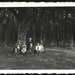 Archiv P760 Sonntagsspaziergang, Familienfoto, 1930er thumbnail