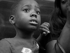dans l'expectative (objet introuvable) Tags: blackandwhite bw noiretblanc nb portri enfant child enface childhood attente métro londres london monochrome urban life strret photography urbain