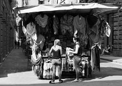 Ordine (Manu82ela) Tags: persone people streetphotography street streetphoto streetlife streetscene streetshot monochrome biancoenero blackandwhite blackwhite blackwhitephotos fujifilm fujixt20 fujifilmxseries fuji fujilover