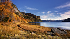 L'automne dans le Parc du Saguenay (gaudreaultnormand) Tags: automne baieéternité captrinité couleurs fjord jaune longueexposition montagne parcdusaguenay rivière saguenay paysage baie ciel eau pierre rivage