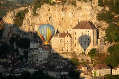 Montgolfière à Rocamadour (www.fromentinjulien.com) Tags: fromus75 fromus fromentinjulien fromentin flickr view exposure shot hdr dri manual blending digital raw photography photo art photoshop lightroom photomatix french francais light traitements effets effects world europe france rocamadour lot occitanie village city town città cuida colocación monument history 2018 photographe photographer eos canon 5d 5d4 markiv fullframe full frame ff 70200mm 70200 canonef70200mmf28 canon70200mf28 travel architecture landscape sunrise morning mongolfiere hotairballoon aerostat