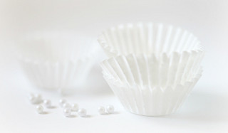 White paper baking cups