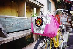 Hanshin Tigers in pink, revisited (Eric Flexyourhead) Tags: nakazakicho 中崎町 kitaku 北区 osaka osakashi 大阪市 kansai 関西地方 japan 日本 city urban street backstreet japanese bike bicycle charinko チャリンコ jitensha 自転車 hanshintigers 阪神タイガース basket sonyalphaa7 zeisssonnartfe35mmf28za zeiss 35mmf28