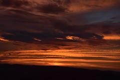 DSC_2922 (griecocathy) Tags: paysage montagne coucher soleil ciel nuage sombre lumineux noir jaune oranger rouge bleu gris chocolat