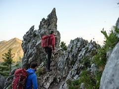 La Gruyère - Jaun / Ref.02364 (FRIBOURG REGION) Tags: suisse switzerland schweiz fribourgregion fribourgrégion lagruyère jaun grandtourdesvanils été sommer summer préalpes voralpen prealps alpes alpen alps montagne mountains berge colduloup wandern randonnée hiking sky himmel ciel ch paysage landschaft landscape pierre steine rocks personnes personen people