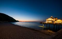Life's a Beach (p.niebergall) Tags: sassnitz rügen sellin abend nacht blau seebrücke strand beach sonnenuntergang sundowner sunset