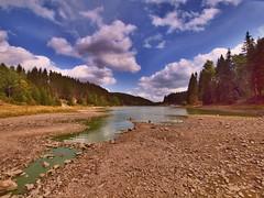 LTS8317335 (hans 1960) Tags: natur nature landschaft landscape farben colour wald wasser water talsperre bäume trees steine stone spiegelung wolken clouds himmel sky