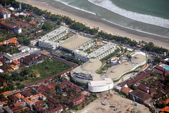 Beachwalk (Ya, saya inBaliTimur (leaving)) Tags: bali aerialview fotoudara aerial kuta building architecture gedung arsitektur mall hotel