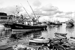 finalizada la faena (martineugenio) Tags: bw monócromo sea water boats sky cielo marina bermeo vizcaya euskadi españa europa europ spain pesca mar oceano nubes reflect reflejos puerto harbour