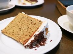 Tea-flavor Chiffon Cake with Fig (Long Sleeper) Tags: sweets dessert food cafe lesalondeninas cake chiffoncake fruit fig chocolate whippedcream tea teaflavor queenssquare minatomirai yokohama kanagawa japan dmcgx1