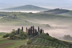 *Tuscany @ home sweet home* (Albert Wirtz @ Landscape and Nature Photography) Tags: tuscany toscana toskana italia italy italien albertwirtz belvedere poderebelvedere fattoriabelvedere spring frühling primavera fog mist nebbia laniebla brume bruma brouillard natur natura nature landscape paesaggi paysage campagne campagna campo foggy misty neblig morgennebel taldermorgennebel valleyofthemorningmist morningmist morningmood sunrise sonnenaufgang homesweethome zypressen cipressi valdorcia orciavalley pienza sanquiricodorcia iconic