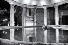 Au Clair de la Plume (delphine imbert) Tags: grignan drôme provençale village historique patrimoine monument chateau hotel lavoir nuit noir blanc black white monochrome colonne architecture reflet eau fontaine