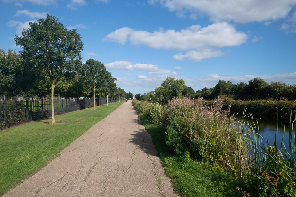 A WALK ALONG THE ROYAL CANAL [THE CRESCENT PARK AREA NEAR ASHTOWN]-143992