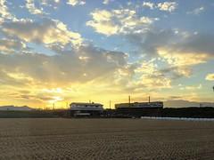 2018-08-29 18.24.49 (pang yu liu) Tags: 2018 08 aug trip travel jpn japan saga 八月 旅遊 日本 佐賀 日落 黃昏 夕照 火車 dusk sunset train
