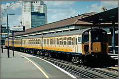 Connex 3453 (Jason 87030) Tags: connex 4vep emu electricmultipleunit yellow white waterlooeast londoneye slide scan 2004 london station platform train transport slamdoor south rails thirdrail unit