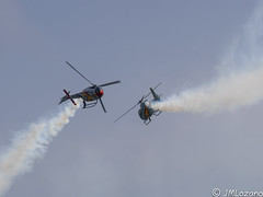 PATRULLA ASPA DEL EJERCITO DEL AIRE EN MELILLA. (josmanmelilla) Tags: ejercito cielo azul paracaidistas helicpotero melilla españa patrulla aspa pwmelilla pwdmelilla flickphotowalk pwdemelilla