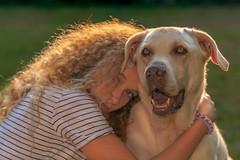 friends - Freunde (ralfkai41) Tags: freundschaft portrait girl friendship backlight friends dog gesichter mächen faces freunde gegenlicht hund