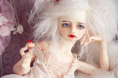Lenore (Ma★D ❥parker - Dolls custom etc.) Tags: bjd poupée vampire bellosse dimdoll white pink boudoir cake dentelle lace