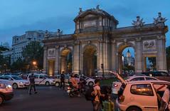 Puerta de alcala, madrid (williamst28) Tags: madrid arch archway architecture dusk puertadealcala spain espana sony sonyalpha sonya7rii a7rii traffic road car sky people building landmark