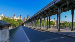Paris (FRANCOIS VEQUAUD) Tags: paris pontbirhakeim quaidegrenelle 15ème16èmearrondissements capitale laseine cityscape