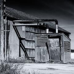 Barn 2 (toniertl) Tags: tertlphotoxoncouk barn bicester oxfordshire monochrome blackandwhite bw farm derelict contrast blue field
