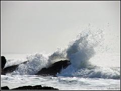 L' âme comme la mer a ses vagues ... (Armelle85) Tags: extérieur nature paysage mer océan monochrome noir et blanc eau vague ciel rocher