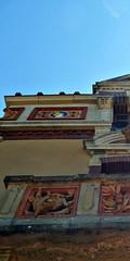 6 - Ecuisses (Bourgogne), La Villa Perrusson et son jardin - Façade, Détail (melina1965) Tags: août august 2018 panasonic lumix dmctz57 bourgogne burgondy saôneetloire écuisses villaperrusson sculpture sculptures céramique ceramic façade façades fenêtre fenêtres window windows ciel sky