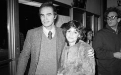 Rest in Peace, Bandit: Burt Reynolds with Girlfriend Sally Field, 1978 (classic_film) Tags: 1978 seventies 1970s burtreynolds sallyfield actor aktrice añejo alt american america retro vintage época ephemeral prettygirl pretty beauty man girl woman schön schauspielerin akteur aktor nostalgic nostalgia entertainment old oll film movie tv television actress actrice actriz acteur cine cinema celebrities celebrity classic clásico niñabonita hübschefrau hübschesmädchen frau mujerbonita mujer brunette