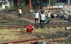 railway people (kexi) Tags: india asia railway tracks rails people working carrying turbans samsung wb690 february 2017 instantfave