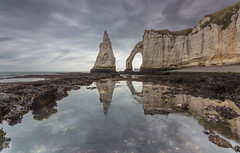 Etretat [FR] (ta92310) Tags: travel france europe 76 seinemaritime etretat normandie normandy falaises cliff summer ete arche aiguille falaise aval canon manneporte tide low reflection reflet arch 2018 longexposure lee leefilters