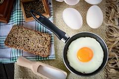 Jajko sadzone... (Bartlomiej.Kuraci) Tags: fried egg food breakfast salt nikon d850 sigma 105