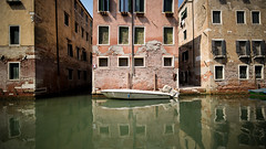 L'estate a Venezia, Italia (monsieur I) Tags: dolomiti italian travel monsieurisummer water architecture italy italia housings boat castello dolomites