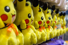 Pikachu Stoffpuppen - Gamescom 2018 (marcoverch) Tags: 2018 cologne deutschland e3 zocken kölnmesse gamescom games germany computerspiele messe fusball cosplay köln gaming color farbe noperson keineperson desktop food lebensmittel confection konfekt market markt party coloring färbung bright hell group gruppe festival many viele child kind closeup nahansicht motley bunt fun spas traditional traditionell easter ostern nett healthy gesund mar classic pretty ford port smoke seaside hotel vacation heron pikachu stoffpuppen gamescom2018