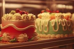Soho, London (TheJennire) Tags: photography fotografia foto photo canon camera camara colours colores cores light luz young tumblr indie teen adolescentcontent london england uk europe eurotrip soho cake pastelcolors 2017 detail 50mm food sweet dessert