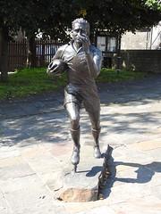 Ken Jones, Broad Street, Blaenavon, Pontypool 29 August 2018 (Cold War Warrior) Tags: rugby statue bronze pontypool blaenavon