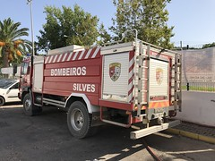 Silves Fire Brigade / Bombeiros Silves - Volvo FL Fire Appliance - Algarve, Portugal (firehouse.ie) Tags: apparatuses apparatus appliances appliance vttu bvsilves brigade fire bombeiros algarve silved vehicules vehicle volvo