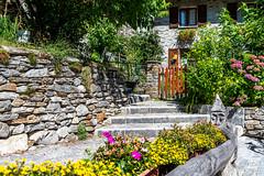 Valle Verzasca 2018 - Sonogno (karlheinz klingbeil) Tags: suisse ston sognono swissalps schweiz city house switzerland stadt flower haus gebäude alpen blumen sonogno tessin ch stone stein