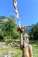Valle Verzasca 2018 - Sonogno (karlheinz klingbeil) Tags: sculpture suisse kunst swissalps schweiz switzerland berge wood holz skulptur alpen art sonogno tessin ch