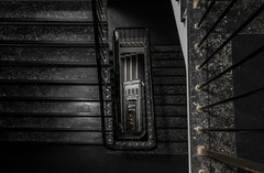3-toilet stairs (michael_hamburg69) Tags: hamburg germany deutschland hansestadt klosterburg kontorhaus glockengieserwall1 glockengieserwall treppe treppenhaus stair stairs stairway white 1903 1904