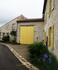 Charroux - Allier (Cherryl.B) Tags: village maison volets porte façade pierre rue jaune tourisme bourbonnais