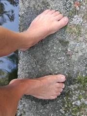 Descalzo saliendo del agua (VIVE DESCALZO) Tags: descalzo barefoot pie barefooter barfus piedsnus 赤脚
