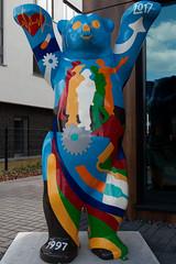Berlin Buddy Bear (Pascal Volk) Tags: berlin adlershof wista wissenschaftsundwirtschaftsstandortadlershof buddybär unitedbuddybears bearsculpture bärenskulptur berlintreptowköpenick herbst fall autumn otoño 24mm canoneos80d canonef24105mmf4lisusm dxophotolab scienceandtechnologypark